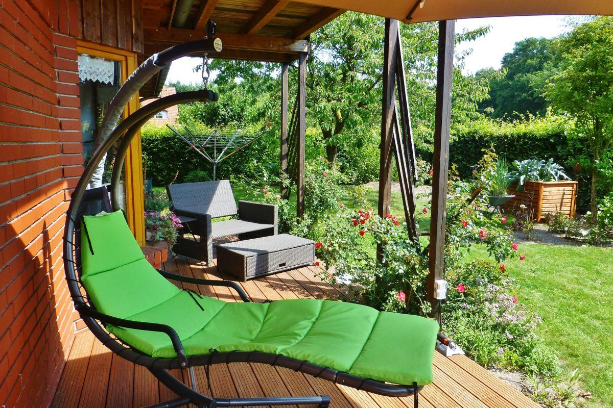 Terrassenboden richtig reinigen – Tipps, Tricks und Hausmittel