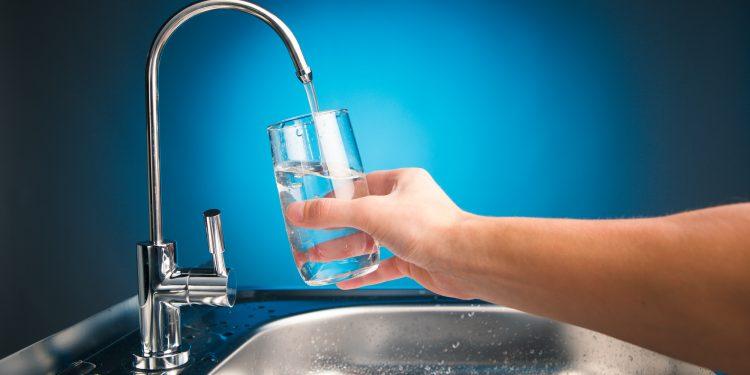 Gefiltertes Trinkwasser direkt aus dem Wasserhahn